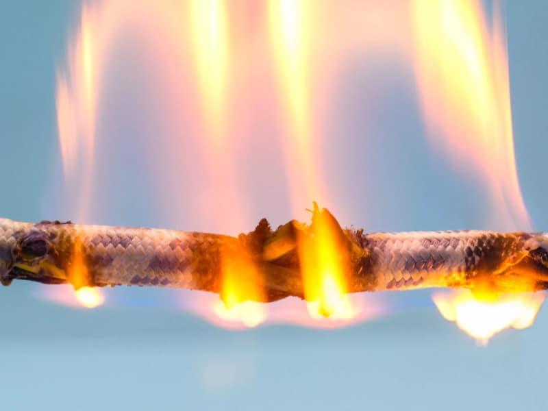Возгорание проводки: причины возникновения и меры защиты